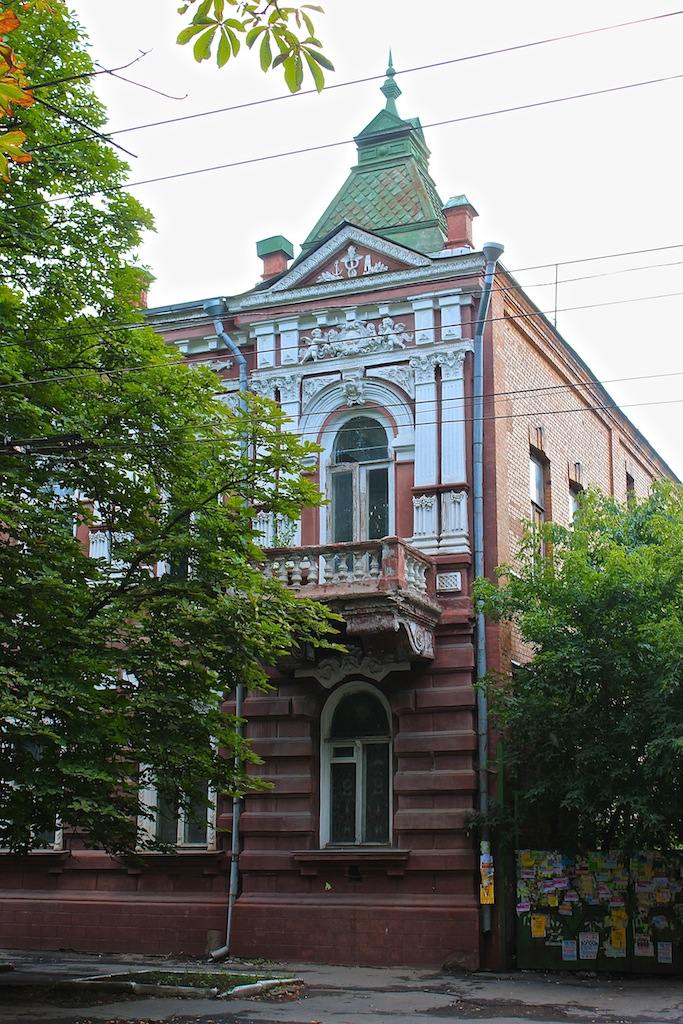 An old building - one of many in Artemovsk.