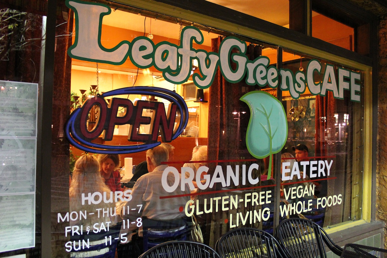 Leafy Greens Cafe hosting a rawesome meetup!